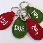 Bestickte Schlüsselanhänger aus edlem Wollfilz