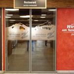 Glasbeklebung und Eingangsbereich-Beschriftung im Wirtshaus am Tuxer Ferner