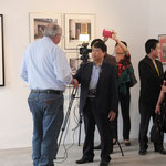 Thomas Billhardt im Interview mit einem vietnamesischen Fernsehteam