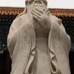 Konfuziusstatue im Tempel in Beijing