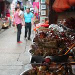 Reis und Schwein, eingerollt in Bananenblättern...lecker
