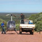 ...Outbacktankstelle (bitte mal drauf achten was die gute in der hand hat ;-)
