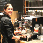 Steph im Cove-Cafe