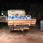 ...Dumprun (Müll wegbringen) [Bierkatons sind blau in Australien] ;-)