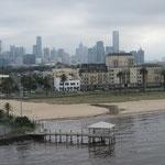 ...letzter Blick auf Melbourne... diesig und kalt verabschiedet uns die Stadt...