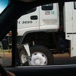 Größenverhältniss auf Australischen Strassen.. und mein Auto ist nicht klein!!