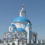 ...Typische Zwiebelturmkirche in Russland