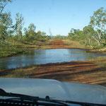 auch normal für Australien.. Flußquerung auf den Landstrassen...