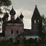 Gruselkirche in Gruseldorf irgendwo im Ural