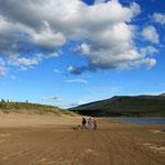 Spaziergang am Strand von Carcross