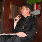 Der Pfarrer bittet zur Beichte