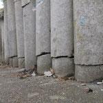 Beschädigung an Betonsteinpalisaden