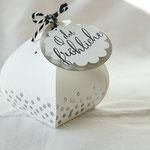 Eine hübsche silber heißgeprägte Schachtel von Nadine Hammes - http://www.stampinup.net/esuite/home/pummelhummel