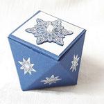 Bei dieser wunderschönen Box fehlt leider auch die Namensangabe der Bastlerin - schade, hätte mich so gerne bedankt für den wunderschönen Swap!