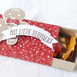 Eine hübsche Verpackung à la Streichholzschachtel mit kleinem Keks von Sarah - http://www.sarahs-stempelstübchen.de