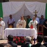 Vescovo Mons. Gianfranco De Luca durante la messa