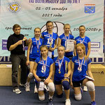Команда девушек Выборгского района с тренером Игорем Рукавишниковым