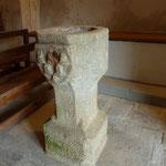 Rochefort - Bénitier aux armes d'Urfé