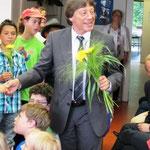 Herr Kapp mit den Schülern
