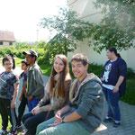 Die 2 Praktikaten aus dem Gymnasium Mössingen helfen mit