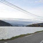 A un moment donné, je raconte un accident à Balmette. Thomas perd le contrôle de sa voiture qui se retrouve dans le lac. J'ai eu cette idée en faisant le tour du lac en voiture. Depuis, des glissières de protection en bois ont été posées.