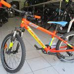 Vélo 20 pouces autour de 7 ans.