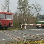 VT98 fährt aus Börßum kommend, am Haltepunkt Werlaburgdorf ein
