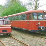 Motordraisine Karlchen und der VT 98 präsentieren sich im Museumsbahnhof Klein Mahner