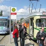 Museumsgelenkwagen TW 35 steht mittlerweile zur Ablichtung am Wendepunkt in Braunschweig-Stöckheim bereit