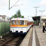 Der Stahlstadtexpress ist in den frühen Morgenstunden am Hauptbahnhof von Bielefeld abgefahren, das Bild zeigt einen Verkehrshalt in Lehrte