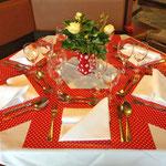 Schöne Tischdekoration zum Jahresthema Fliegenpilze