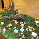 Dekoratives Altholz wird in die Ausstellung mit einbezogen.