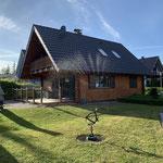 hinterer Gartenbereich mit weiterer Terrasse und Liegewiese
