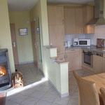 offene Küche mit angrenzendem Wohnbereich