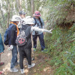 名護岳の動植物の解説を聞きながら登ります