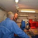 Werner Schmid im Kleinkraftwerk Lengmattli