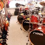 alle varianten an Gitarren, Schlagzeuge