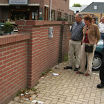 Mensch und Tier,/Mens en Dier, 2004 Fotoaktion in Millingen aan de Rijn/NL, Parkplatz Supermarkt C 1000 (Foto Gijs Kroes)