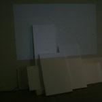 """Fremdes Land, 2012 Installationsansicht Raum 1 """"neutraler Raum"""" bei Bildwechsel"""