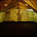 Das Lachen meines Herzens 2001, Lichtinstallation, Grossprojektionen auf Zeltwände (Fotos Antje Zeis-Loi)