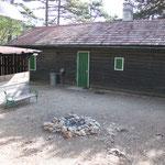 Lagerfeuerplatz vor der Hütte