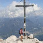auf dem Gipfel      im Hintergrund   Garmisch Partenkirchen