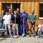 Die Aktiven beim Bau des NABU-Wachhäusle in Eutingen