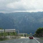 25. Juli: Auf dem Rückweg nach Deutschland. Die Fahrt dauert ewig, unser Auto wird immer langsamer.