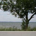 Ein schneller Blick von der Autobahn auf den Chiemsee