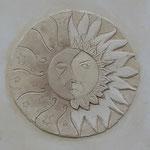 Déco soleil lune dans une fenêtre bouchée en trompe l'œil