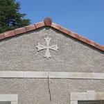 Croix du Languedoc en décoration de façade en crépis finition écrasé