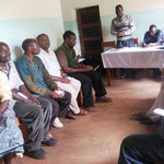 Das SENGU-Komitee tagt in Kindimbas alter Kirche