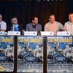 Bernhard Rozic (Coach HBD), Dieter Schmidt (Marketing, AMC Krüll), Julian Spohr (HBD Presse), Head Coach Maximilian von Garnier (Hamburg Blue Devils), Sascha Hinz (Präsident Hamburg Blue Devils)