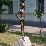 Памятник у дома-музея Василенко